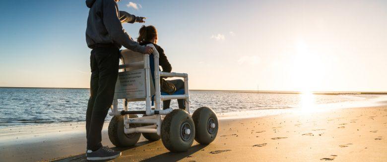Strandrollstühle und Spezialfahrräder