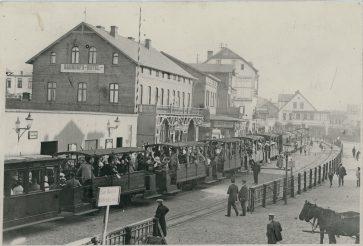 Bahnhof mit Gästen